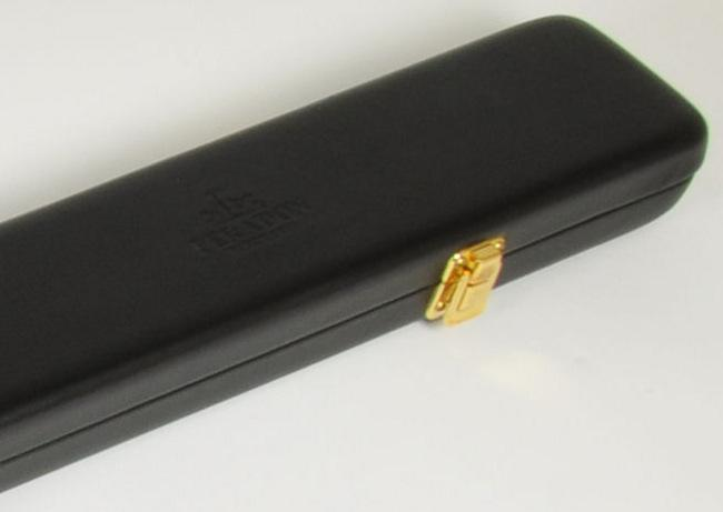 Peradon Wide One Piece Leather Case Black (Close up)