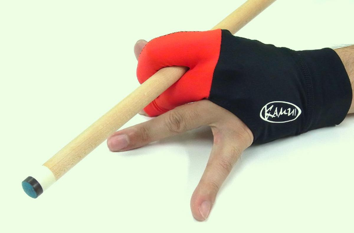Kamui Glove (Red, action shot)